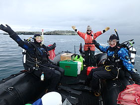 Brothers helps colleagues from UAB prepare for one of their many Antarctic dives.